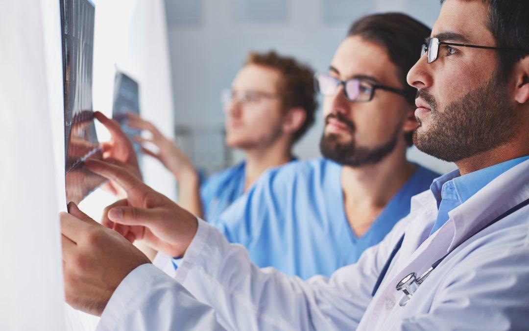 ¿Es posible pasar a una especialidad médica en Colombia?
