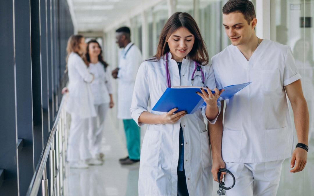 Prepararte para pasar a tu especialidad médica soñada mientras trabajas sí es posible